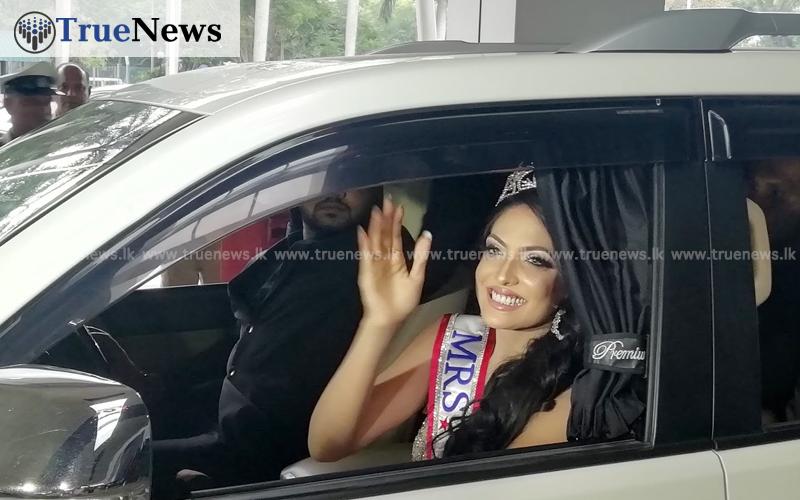 කැරොලින් ජුරි දිවයිනට (Photos)   Sri Lanka Breaking News